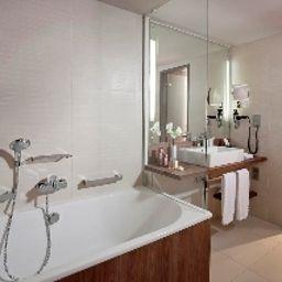 Melia-Dusseldorf-Bathroom-1-444265.jpg