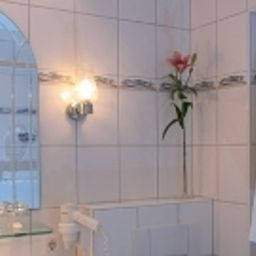 Peterhof_Ferienwohnungen_Pension-Bad_Toelz-Bathroom-445672.jpg