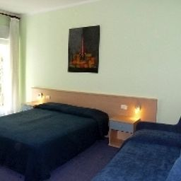 Alpino-Malcesine-Room-4-445748.jpg