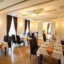 Ipoly_Residence_Executive_Hotel_Suites-Balatonfuered-Breakfast_room-447280.jpg