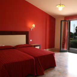 Delfino_Beach-Marsala-Room-452997.jpg