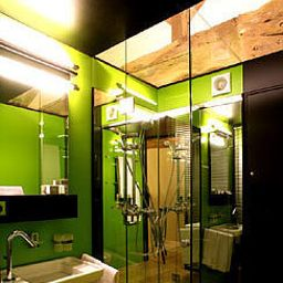 Chateau_de_Besseuil_Chateaux_et_Hotels_Collection-Clesse-Bathroom-455473.jpg