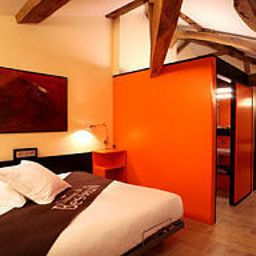 Chateau_de_Besseuil_Chateaux_et_Hotels_Collection-Clesse-Double_room_superior-455473.jpg