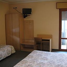 Lanterna-Abano_Terme-Triple_room-1-456054.jpg