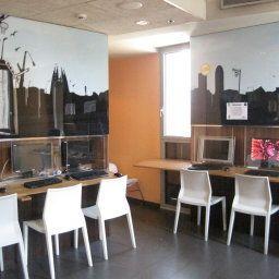 Barcelona_Urbany_Hostal-Barcelona-Interior_view-5-457153.jpg