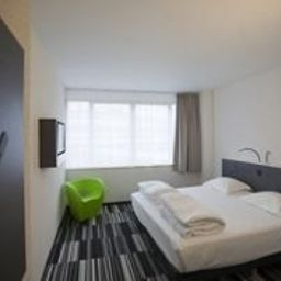 Maxhotel-Brussels-Standard_room-4-459170.jpg