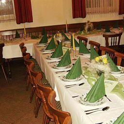Zum_Rosenbachschen_Loewen_Gasthaus-Hilders-Restaurantbreakfast_room-459558.jpg
