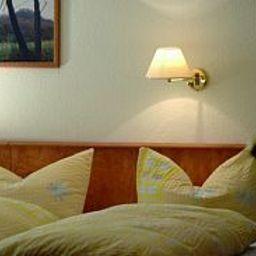 Zum_Rosenbachschen_Loewen_Gasthaus-Hilders-Room-2-459558.jpg