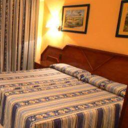 Room Monarque Fuengirola Park