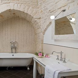 Bagno in camera Le Alcove Resort nei Trulli Alberobello (Bari)