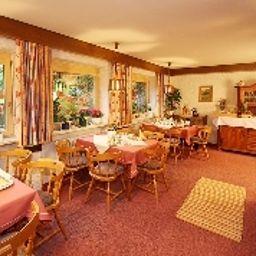 Schmid_Gaestehaus-Obermaiselstein-Restaurantbreakfast_room-495781.jpg