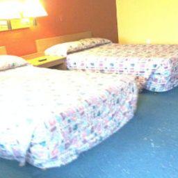 KNIGHTS_INN_STOCKBRIDGE-Stockbridge-Room-1-517549.jpg