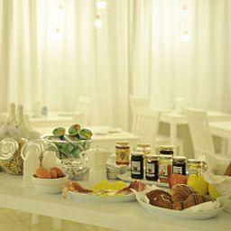 Petit-déjeuner buffet Arts Hotel