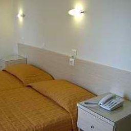 Amaryllis-Rhodes-Room-1-524757.jpg