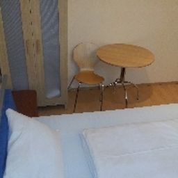 Peck_Pension-Vienna-Room-6-527082.jpg
