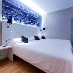 BCN_Ramblas_Hostal-Barcelona-Triple_room-527971.jpg