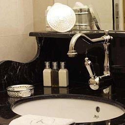 Konfidentiel-Paris-Bathroom-528400.jpg