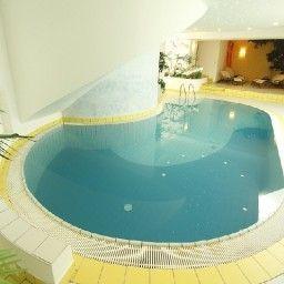 Hirzer-Schenna-Pool-1-534218.jpg