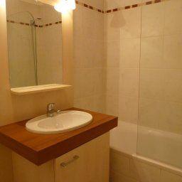 Odalys_Les_Parasols_DArgens_Residence_de_Tourisme-Roquebrune-sur-Argens-Bathroom-534736.jpg