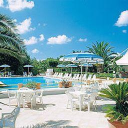Felix_Residence_Hotel-Ricadi-Pool-1-536235.jpg