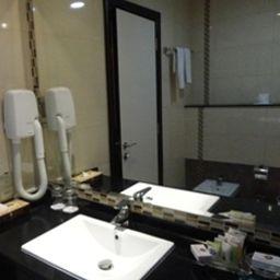 Ramee_Rose-Dubai-Bathroom-538578.jpg