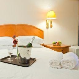 Standard room Q Village Poleg Beach