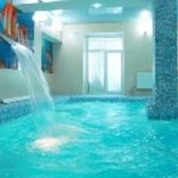 Massandra-Jalta-Schwimmbad-1-540555.jpg