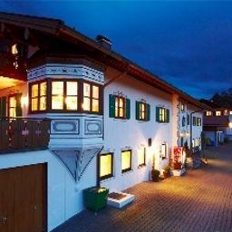 Am_Wiesenhang_Kurhotel-Bad_Kohlgrub-Exterior_view-540663.jpg