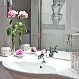 Suiten-Hotel_Dependance_Laterne-Baden-Baden-Bathroom-541405.jpg