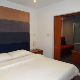 Suriwongse_Hotel-Bangkok-Suite-3-542122.jpg