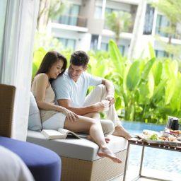 Camera Holiday Inn Resort PHUKET MAI KHAO BEACH RESORT