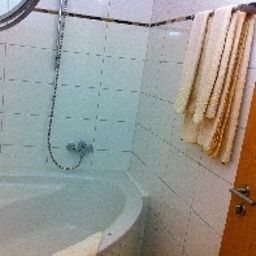 Bagno in camera Main