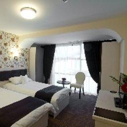 Standard room West Plaza