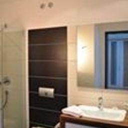 Reit-_Sporthotel_Eibenstock-Eibenstock-Badezimmer-545820.jpg