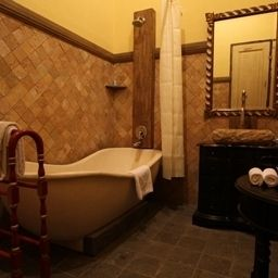 Comfort room Kayu Arum Resort