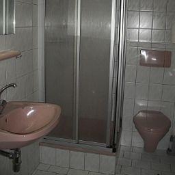 Jugendgaestehaus_Oberau-Maria_Alm_am_Steinernen_Meer-Bathroom-546011.jpg