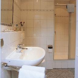Haus_Rameil-Lennestadt-Badezimmer-1-546506.jpg
