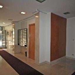 Madanis_Apartamentos_Turisticos-Barcelona-Hall-2-546708.jpg