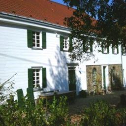 Hof_Sankt_Georg-Heiligenhaus-Aussenansicht-5-549391.jpg
