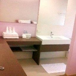 Nantra_Silom-Bangkok-Bathroom-1-549987.jpg