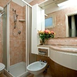 Ida-Rimini-Bathroom-563189.jpg