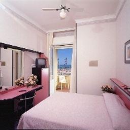Ida-Rimini-Room_with_a_sea_view-563189.jpg