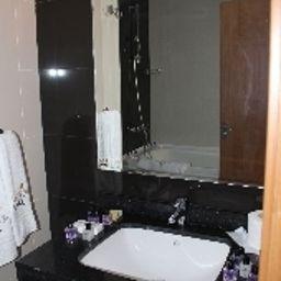 Bathroom Northhill Hotel