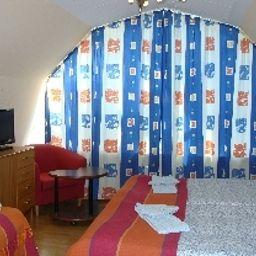 Manen-Huddinge-Dreibettzimmer-1-572373.jpg