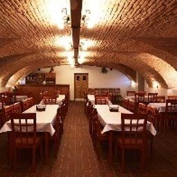 Pod_Sluncem-Trebiz-Restaurant-2-578076.jpg