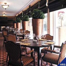 Breakfast room within restaurant Best Western Premier Queen