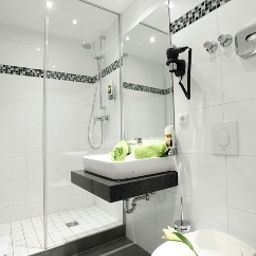 Bathroom Warsteinerhof by Centro Comfort