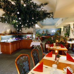 Breakfast room within restaurant Warsteinerhof by Centro Comfort