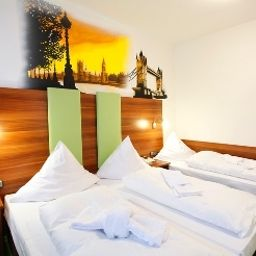 Family room Warsteinerhof by Centro Comfort