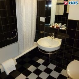 Bathroom Copthorne Hotel London Gatwick